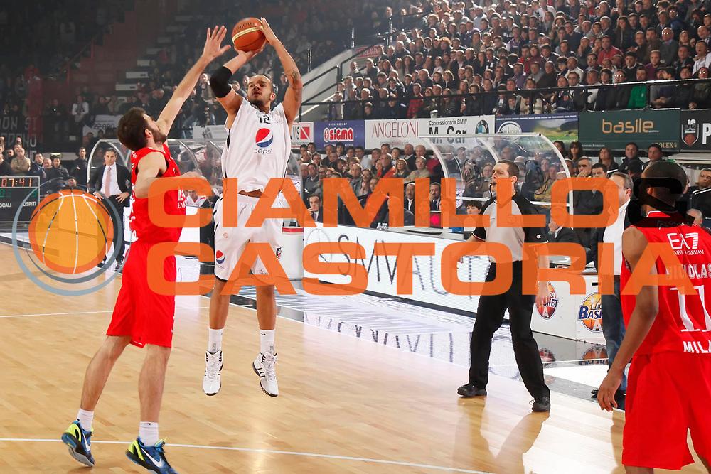 DESCRIZIONE : Caserta Lega A 2011-12 Pepsi Caserta EA7 Emporio Armani Milano<br /> GIOCATORE : Andre Smith<br /> SQUADRA : Pepsi Caserta<br /> EVENTO : Campionato Lega A 2011-2012<br /> GARA : Pepsi Caserta EA7 Emporio Armani Milano<br /> DATA : 27/11/2011<br /> CATEGORIA : tiro three points shot<br /> SPORT : Pallacanestro<br /> AUTORE : Agenzia Ciamillo-Castoria/A.De Lise<br /> Galleria : Lega Basket A 2011-2012<br /> Fotonotizia : Caserta Lega A 2011-12 Pepsi Caserta EA7 Emporio Armani Milano<br /> Predefinita :