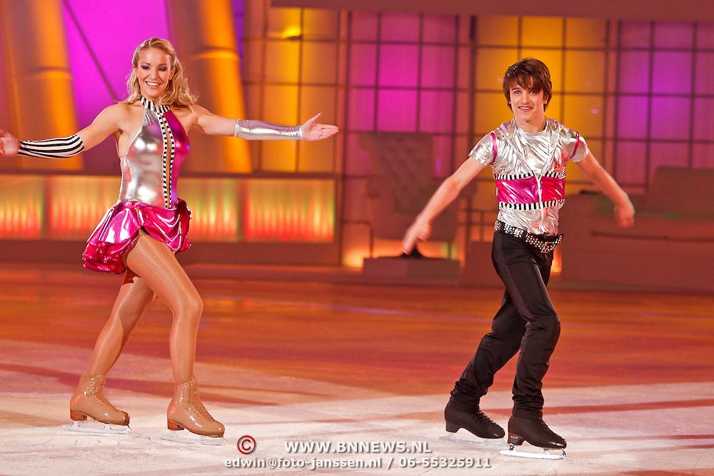 NLD/Hilversum/20110211 - 3de Liveshow SBS Sterren Dansen op het IJs 2011, Ralf Mackenbach en schaatspartner Ally Hornsby