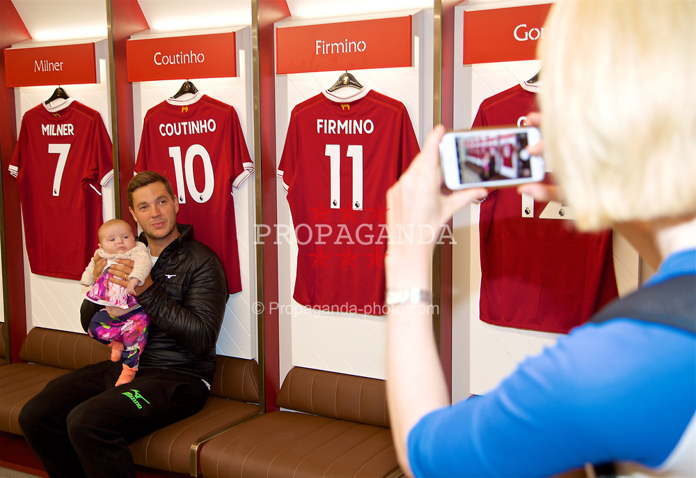 LIVERPOOL, ENGLAND - Sunday, June 18, 2017: Marcus Willis has his photo taken with daughter Martha by wife Jenny Bate in the home dressing room on a visit Anfield during Day Four of the Liverpool Hope University International Tennis Tournament 2017. (Pic by David Rawcliffe/Propaganda)