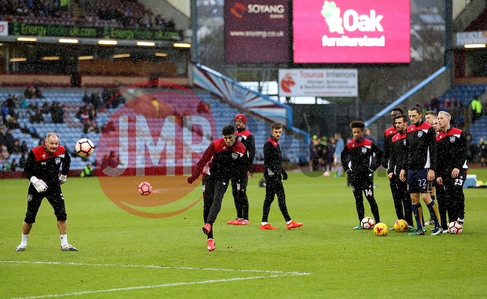 Bristol City players warm up - Mandatory by-line: Matt McNulty/JMP - 28/01/2017 - FOOTBALL - Turf Moor - Burnley, England - Burnley v Bristol City - Emirates FA Cup fourth round