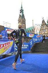16.07.2011, Hamburg, GER, Dextro Energy Triathlon ITU World Championship Series, Promi-Staffel, im Bild die Jedermaenner kommen aus der Alster am Hamburger Rathaus.EXPA Pictures © 2011, PhotoCredit: EXPA/ nph/  Witke       ****** out of GER / CRO  / BEL ******