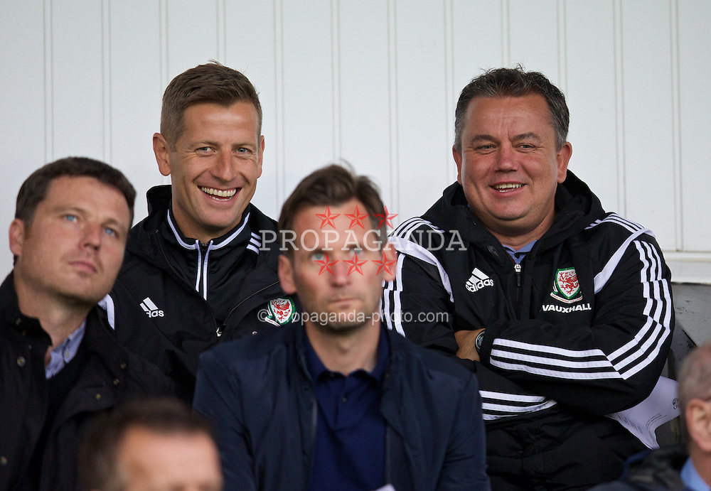 SOUTHPORT, ENGLAND - Wednesday, August 19, 2015: Wales Dave Hughes and Gus Williams watch Welsh players Harry Wilson and Gethin Jones during the Under 21 FA Premier League match between Everton and Liverpool at Haig Avenue. (Pic by David Rawcliffe/Propaganda)