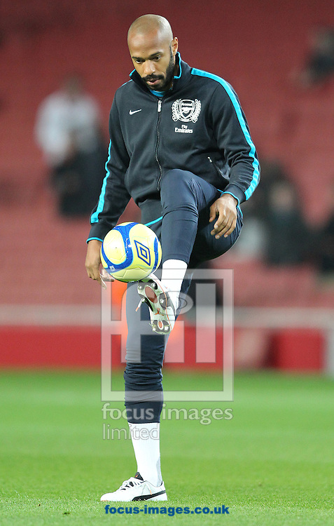 Picture by Paul Terry/Focus Images Ltd. 07545642257.09/01/12.Thierry Henry of Arsenal warms up before the FA Cup third round match at Emirates Stadium, London.