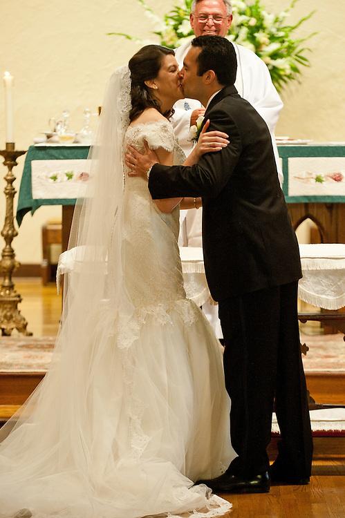 10/9/11 5:48:53 PM -- Zarines Negron and Abelardo Mendez III wedding Sunday, October 9, 2011. Photo©Mark Sobhani Photography