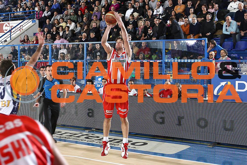 DESCRIZIONE : Porto San Giorgio Lega A 2010-11 Fabi Montegranaro Banca Tercas Teramo<br /> GIOCATORE : Diener Drake<br /> SQUADRA : Banca Tercas Teramo<br /> EVENTO : Campionato Lega A 2010-2011<br /> GARA : Fabi Montegranaro Banca Tercas Teramo<br /> DATA : 02/01/2011<br /> CATEGORIA : tiro<br /> SPORT : Pallacanestro<br /> AUTORE : Agenzia Ciamillo-Castoria/C.De Massis<br /> Galleria : Lega Basket A 2010-2011<br /> Fotonotizia : Porto San Giorgio Lega A 2010-11 Fabi Montegranaro Banca Tercas Teramo<br /> Predefinita :