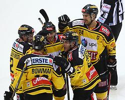 21.10.2016, Albert Schultz Halle, Wien, AUT, EBEL, UPC Vienna Capitals vs Dornbirner Eishockey Club, 12. Runde, im Bild Torjubel Aaron Brocklehurst (UPC Vienna Capitals), Collin Bowman (UPC Vienna Capitals), Sascha Bauer (UPC Vienna Capitals), Taylor Vause (UPC Vienna Capitals) und Jonathan Ferland (UPC Vienna Capitals) // during the Erste Bank Icehockey League 12th Round match between UPC Vienna Capitals and Dornbirner Eishockey Club at the Albert Schultz Ice Arena, Vienna, Austria on 2016/10/21. EXPA Pictures © 2016, PhotoCredit: EXPA/ Thomas Haumer