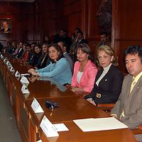 Toluca, Mex.- La Universidad Autónoma del Estado de México (UAEM) y la LVI Legislatura, firmaron un convenio de colaboración a través de la Comisión Legislativa de Equidad y Género. Agencia MVT / Alfonso García. (DIGITAL)<br /> <br /> <br /> <br /> NO ARCHIVAR - NO ARCHIVE