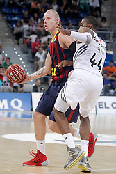 05.10.2013, Fernando Buesa Arena, Vitoria Gazteiz, ESP, Supercopa ACB, FC Barcelona vs Real Madrid, Finale, im Bild FC Barcelona's Maciej Lampe (l) and Real Madrid's Marcus Slaughter // during the Supercopa ACB Final match between Barcelona FC vs Real Madrid at the Fernando Buesa Arena in Vitoria Gazteiz, Spain on 2013/10/05. EXPA Pictures © 2013, PhotoCredit: EXPA/ Alterphotos/ Acero<br /> <br /> ***** ATTENTION - OUT OF ESP and SUI *****