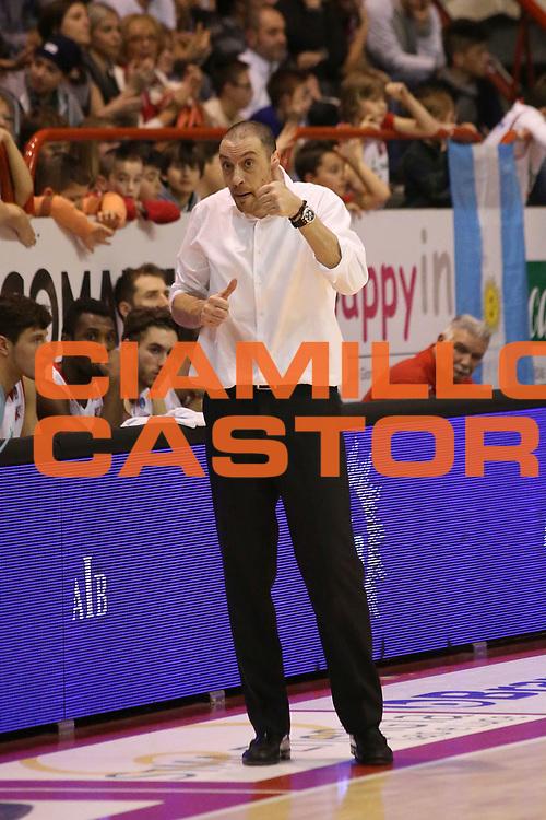 DESCRIZIONE : Campionato 2015/16 Giorgio Tesi Group Pistoia - Grissin Bon Reggio Emilia<br /> GIOCATORE : Esposito Vincenzo<br /> CATEGORIA : Allenatore Coach Mani <br /> SQUADRA : Giorgio Tesi Group Pistoia<br /> EVENTO : LegaBasket Serie A Beko 2015/2016<br /> GARA : Giorgio Tesi Group Pistoia - Grissin Bon Reggio Emilia<br /> DATA : 29/11/2015<br /> SPORT : Pallacanestro <br /> AUTORE : Agenzia Ciamillo-Castoria/S.D'Errico<br /> Galleria : LegaBasket Serie A Beko 2015/2016<br /> Fotonotizia : Campionato 2015/16 Giorgio Tesi Group Pistoia - Grissin Bon Reggio Emilia<br /> Predefinita :