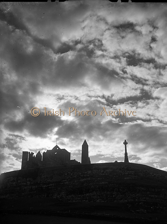 30/03/1957<br /> 03/30/1957<br /> 30 March 1957<br /> <br /> View - Rock of Castle Silhouette - Co. Tipperary