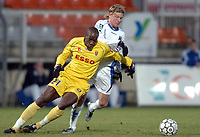 Fotball<br /> Frankrike 2004/05<br /> Auxerre v Souchaux<br /> 15. januar 2005<br /> Foto: Digitalsport<br /> NORWAY ONLY<br /> SOULEYMANE DIAWARA (SOC) / TEEMU TAINIO (AUX)