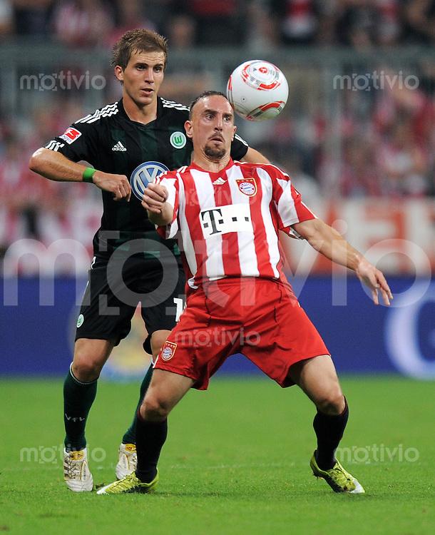FUSSBALL   1. BUNDESLIGA   SAISON 2010/2011  1. SPIELTAG FC Bayern Muenchen - VfL Wolfsburg                     20.08.2010 Franck RIBERY (re, Bayern) gegen Peter PEKARIK (li, Wolfsburg)