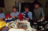 28. Employees polish the hats made of ostrich feathers in the Prince's laundry.   les lingères nettoient les chapeaux en plumes d'autruches (chapeaux de carabiniers) des petits prince dans la lingerie du palais  288286/13    L921125c  /  P0000358