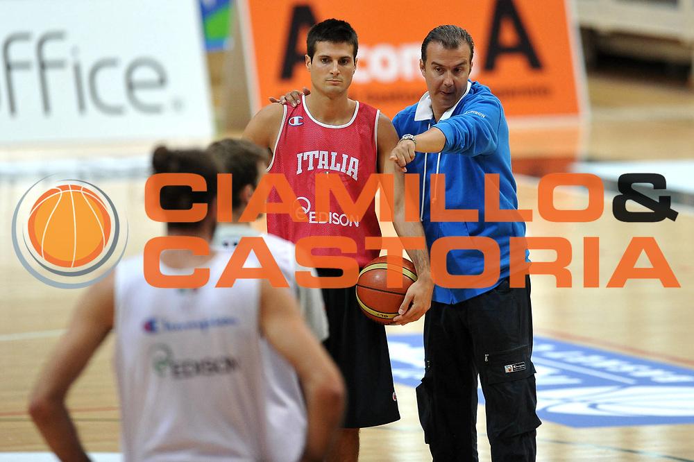 DESCRIZIONE : Trento Trentino Basket Cup Nazionale Italia Maschile <br /> GIOCATORE : Simone Pianigiani Andrea Cinciarini<br /> CATEGORIA : Allenamento<br /> SQUADRA : Nazionale Italia <br /> EVENTO :  Trento Trentino Basket Cup<br /> GARA : Andrea Cinciarini Simone Pianigiani<br /> DATA : 07/08/2013<br /> SPORT : Pallacanestro<br /> AUTORE : Agenzia Ciamillo-Castoria/V.Tasco<br /> Galleria : FIP Nazionali 2013<br /> Fotonotizia : Trento Trentino Basket Cup Nazionale Italia Maschile<br /> Predefinita :