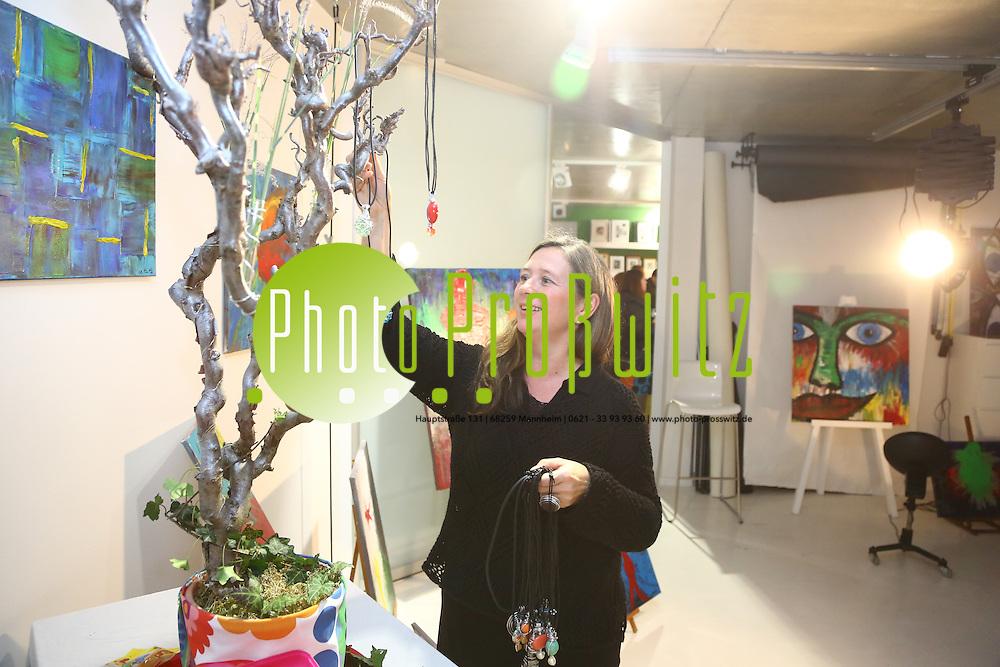 Mannheim. 05.11.16 Lange Nacht der Kunst und Gen&uuml;sse in den Stadtteilen:<br /> - Sandhofen Beim Fotostudio Mechnig Stefanie Damblon<br /> Bild: Markus Prosswitz 05NOV16 / masterpress (Bild ist honorarpflichtig - No Model Release!)