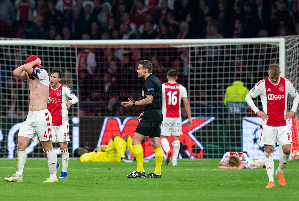 08-05-2019 NED: Semi Final Champions League AFC Ajax - Tottenham Hotspur, Amsterdam<br /> After a dramatic ending, Ajax has not been able to reach the final of the Champions League. In the final second Tottenham Hotspur scored 3-2 / Matthijs de Ligt #4 of Ajax, Daley Sinkgraven #8 of Ajax, Nicolas Tagliafico #31 of Ajax