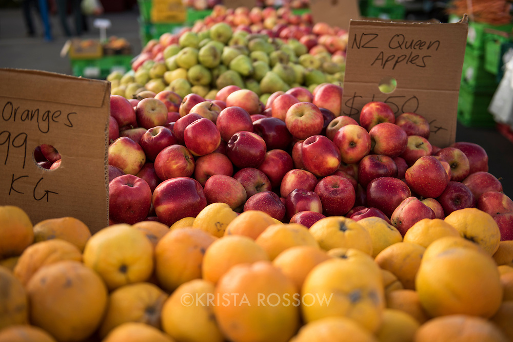 Harbourside Market is the oldest and most popular market in Wellington and has been known in the past as Waitangi Park Market, Te Papa Market or Chaffers Market. Fruit and vegetable vendors put on elaborate displays of fresh produce and other vendors sell prepared foods and crafts at this weekly market.