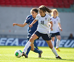 LLANELLI, WALES - Saturday, August 31, 2013: England's Katie Zelem in action against France during the Final of the UEFA Women's Under-19 Championship Wales 2013 tournament at Parc y Scarlets. (Pic by David Rawcliffe/Propaganda)