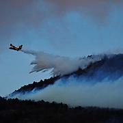 In Valsusa  continua l'emergenza incendi, nelle foto un Canadair  in azione a Mompantero 29/10/2017