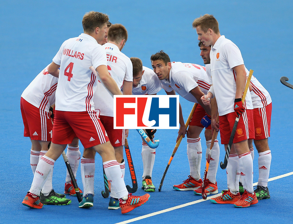 LONDON, ENGLAND - JUNE 24: England players huddle after conceding their second goal during the semi-final match between England and the Netherlands on day eight of the Hero Hockey World League Semi-Final at Lee Valley Hockey and Tennis Centre on June 24, 2017 in London, England. (Photo by Steve Bardens/Getty Images)