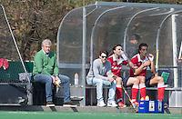 BLOEMENDAAL - HOCKEY -    Dug out Gooische met coach Rob Bianchi.     Overgangsklasse competitiewedstrijd tussen de mannen van HBS en Gooische . COPYRIGHT KOEN SUYK