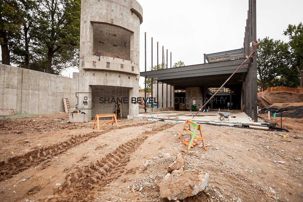 10/7/16 10:40:01 AM -- Steel installation on the Williams Lodge, foundations in the Adventure Playground, Peggy's Pond<br /> <br /> Photo by Shane Bevel