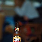 Anonieme Alcoholisten, vrouw met bier