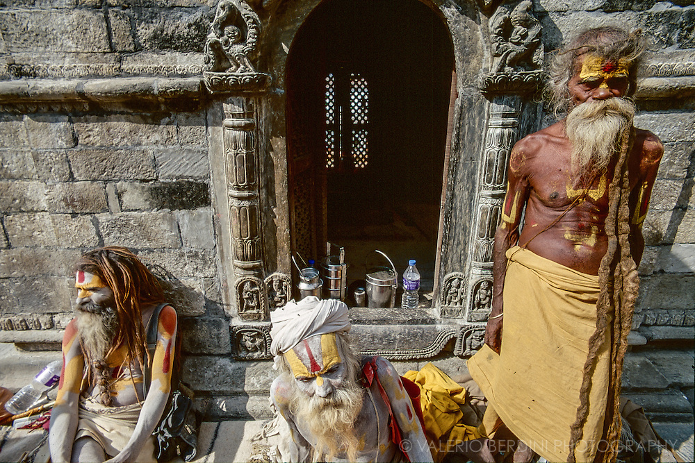 Babas (hindu holy men) in the hindu complex of Pashupatinath