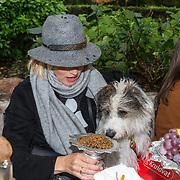 NLD/Blaricum/20191004 - Lancering hondenmerk Kluif van Rosanna Kluivert, Anouk Smulders met haar honden
