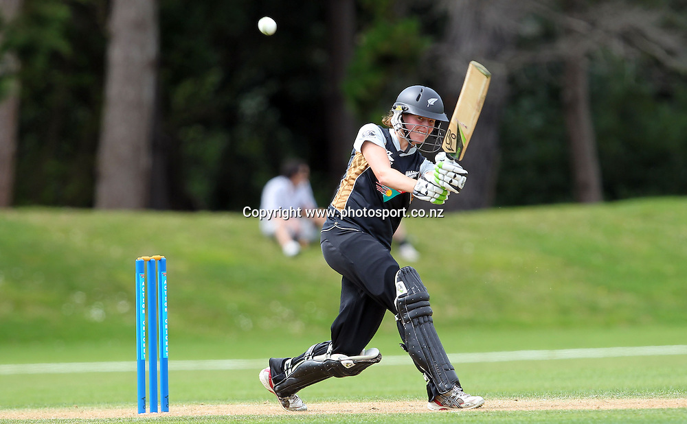 Amy Satterthwaite in action for the White Ferns.<br /> Cricket - Rosebowl Series. Twenty20 International - New Zealand White Ferns v Australia, 19 February 2011, Queens Park, Invercargill, New Zealand.<br /> Photo: Rob Jefferies / www.photosport.co.nz