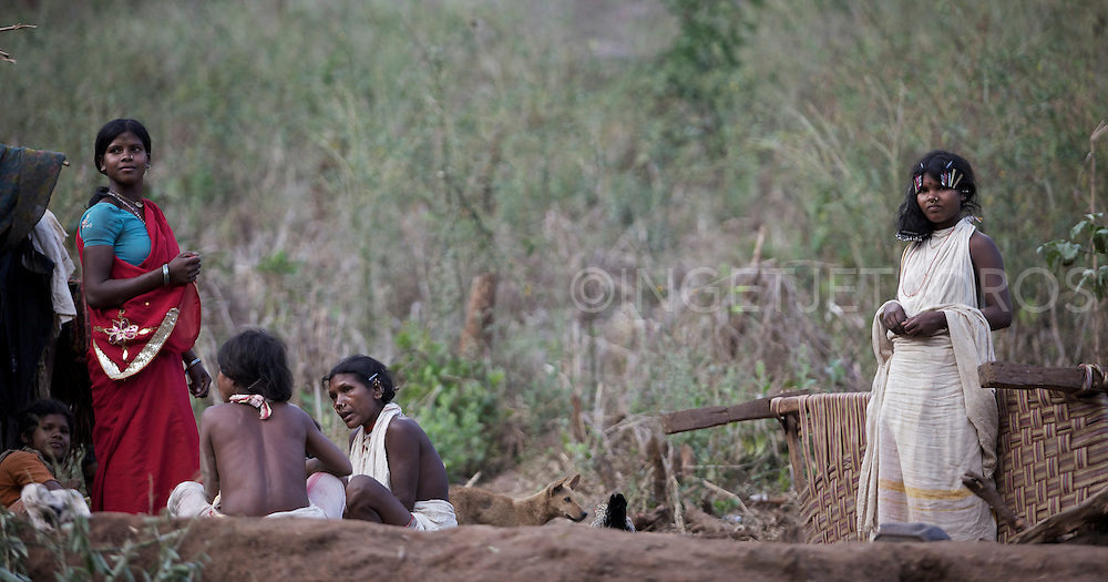 Late afternoon and women from the Dongroa Kondh tribe gathered together for cooking and some where redoing their hairstyles.
