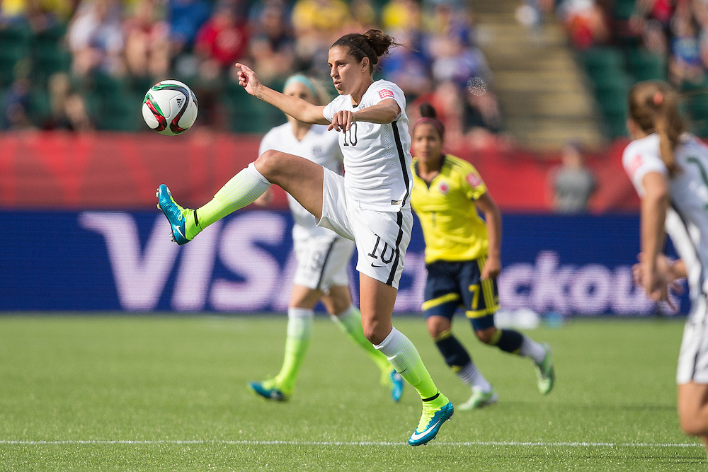 The U.S.'s  Carli Lloyd controls the ball during their FIFA Women's World Cup Group of 16 Match against Colombia at Commonwealth Stadium in Edmonton, Canada on June 22, 2015.   AFP PHOTO/GEOFF ROBINS