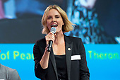 AIDS2018 Charlize Theron #PassTheMic