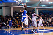 DESCRIZIONE : S.Antimo Lega Basket A2 2011-12 Pall. S.Antimo Centrale del Latte Brescia<br /> GIOCATORE : Ryan Thompson<br /> CATEGORIA : penetrazione appoggio a canestro<br /> SQUADRA : Centrale del Latte Brescia<br /> EVENTO : Campionato Lega A2 2011-2012 <br /> GARA : Pall. S.Antimo Centrale del Latte Brescia <br /> DATA : 22/01/2012<br /> SPORT : Pallacanestro  <br /> AUTORE : Agenzia Ciamillo-Castoria/G.Buco<br /> Galleria : Lega Basket A2 2011-2012  <br /> Fotonotizia : S.Antimo Lega Basket A2 2011-12 Pall. S.Antimo Centrale del Latte Brescia<br /> Predefinita :