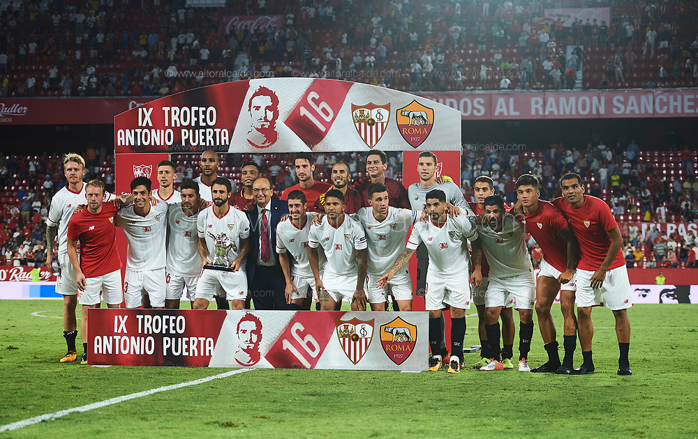 SEVILLE, SPAIN - AUGUST 10:  Team of Sevilla FC poses with the trophy after win AS Roma during a Pre Season Friendly match between Sevilla FC and AS Roma at Estadio Ramon Sanchez Pizjuan on August 10, 2017 in Seville, Spain. (Photo by Aitor Alcalde/Getty Images)