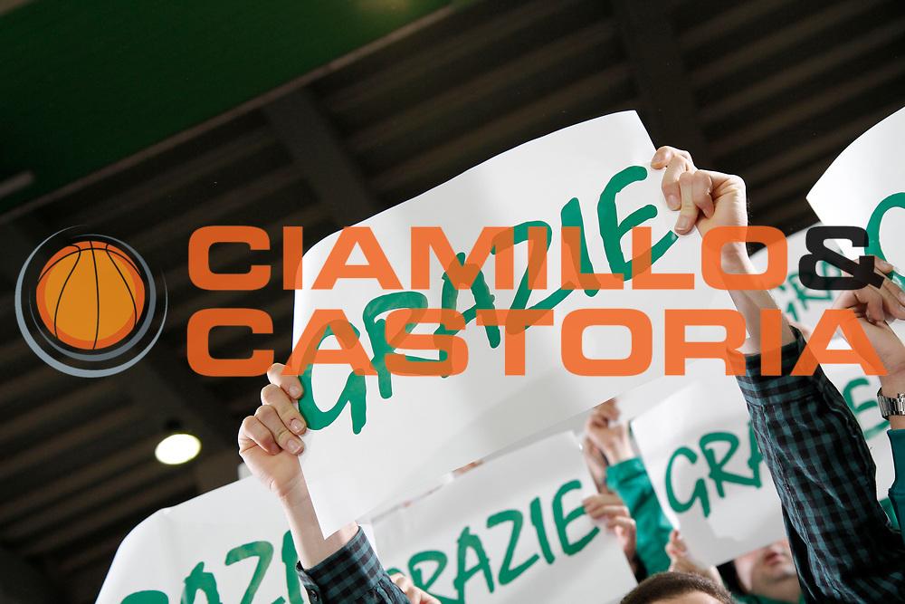 DESCRIZIONE : Avellino Lega A 2015-16 Sidigas Avellino Betaland Capo d'Orlando<br /> GIOCATORE : tifosi Sidigas Avellino<br /> CATEGORIA : tifosi <br /> SQUADRA : Sidigas Avellino <br /> EVENTO : Campionato Lega A 2015-2016 <br /> GARA : Sidigas Avellino Betaland Capo d'Orlando<br /> DATA : 24/04/2016<br /> SPORT : Pallacanestro <br /> AUTORE : Agenzia Ciamillo-Castoria/A. De Lise <br /> Galleria : Lega Basket A 2015-2016 <br /> Fotonotizia : Avellino Lega A 2015-16 Sidigas Avellino Betaland Capo d'Orlando