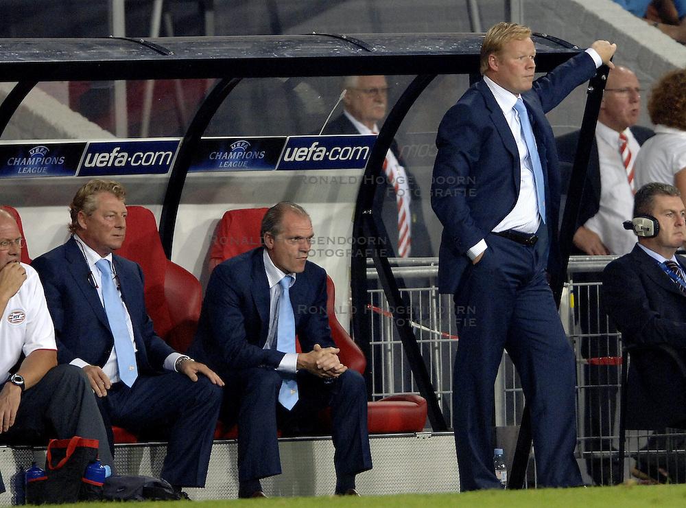 12-09-2006 VOETBAL: CHAMPIONS LEAGUE: PSV - LIVERPOOL: EINDHOVEN<br /> PSV en Liverpool eindigt zoals ze begonnen zijn 0-0 / Ronald Koeman<br /> &copy;2006-WWW.FOTOHOOGENDOORN.NL