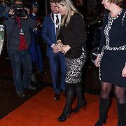 """NLD/Amsterdam/20131105 - Koninging Maxima bezoekt de Hazes musical """"Hij Gelooft in Mij"""", aankomst Konining Maxima"""