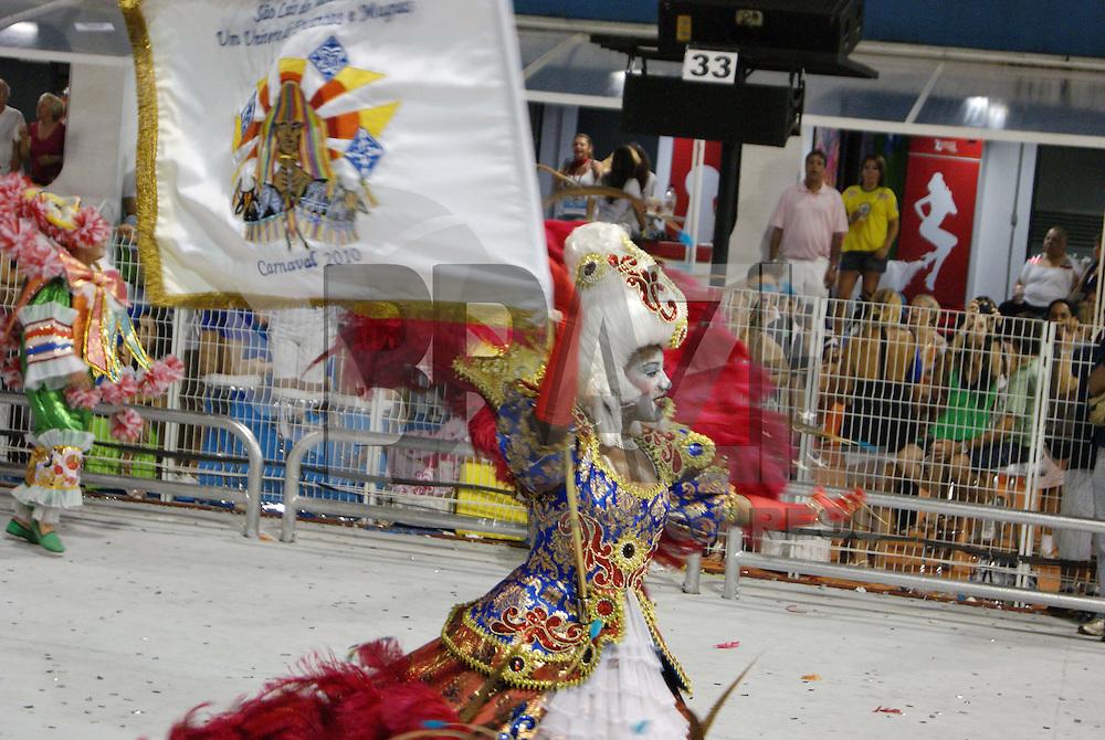 SÃO PAULO, SP, 12 DE JANEIRO DE 2010 - CARNAVAL 2010 SP / ACADÊMICOS DO TUCURUVI - Desfile das escolas de samba de São Paulo do grupo especial, a terceira escola entrar na avenida é a Acadêmicos do Tucuruvi que traz no enredo São Luiz do Maranhão: Um Universo de Encantos e Magias. No Sambódromo do Anhembi na região norte da capital paulista. FOTO: WILLIAM VOLCOV / BRAZIL PHOTO PRESS
