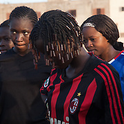 At the end of training, the girls are talking about themselves. They dream to become football stars and travel in Europe as their heros Eto'o, Ronaldo and Messi