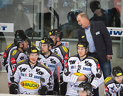08.01.2016, Keine Sorgen Eisarena, Linz, AUT, EBEL, EHC Liwest Black Wings Linz vs Dornbirner Eishockey Club, 41. Runde, im Bild Head Coach Dave MacQueen (Dornbirner Eishockey Club) // during the Erste Bank Icehockey League 41st round match between EHC Liwest Black Wings Linz and Dornbirner Eishockey Club at the Keine Sorgen Icearena, Linz, Austria on 2016/01/08. EXPA Pictures © 2016, PhotoCredit: EXPA/ Reinhard Eisenbauer