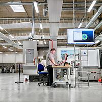 DAMRC research Center i Herning - Tekniker Jan igang med maskinerne