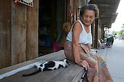 Hat Bo Phut (beach). Lady with cat.