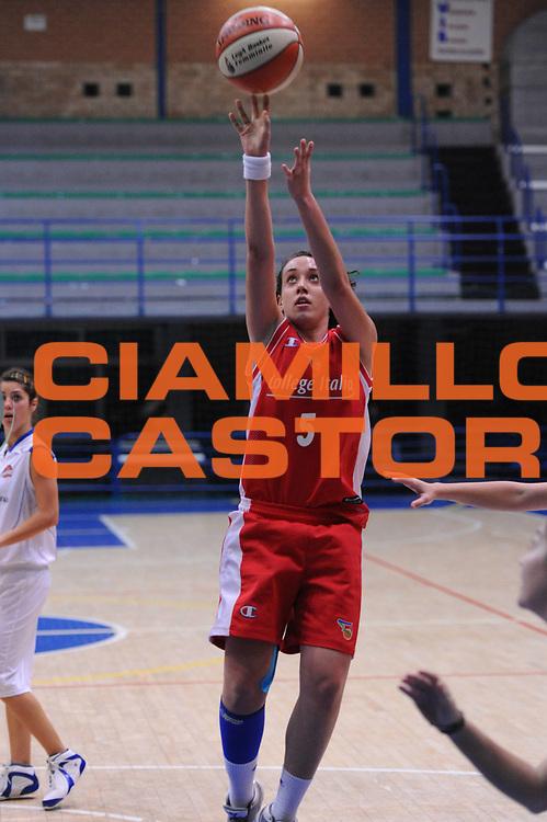 DESCRIZIONE : Latina Basket Campionato Italiano Femminile serie B 2011-2012<br /> GIOCATORE : Erica Reggiani<br /> SQUADRA : College Italia<br /> EVENTO : College Italia 2011-2012<br /> GARA : Cestistica Latina College Italia <br /> DATA : 09/12/2011<br /> CATEGORIA : tiro<br /> SPORT : Pallacanestro <br /> AUTORE : Agenzia Ciamillo-Castoria/GiulioCiamillo<br /> Galleria : Fip Nazionali 2011<br /> Fotonotizia  :Latina Basket Campionato<br /> Italiano Femminile serie B 2011-2012<br /> Predefinita :