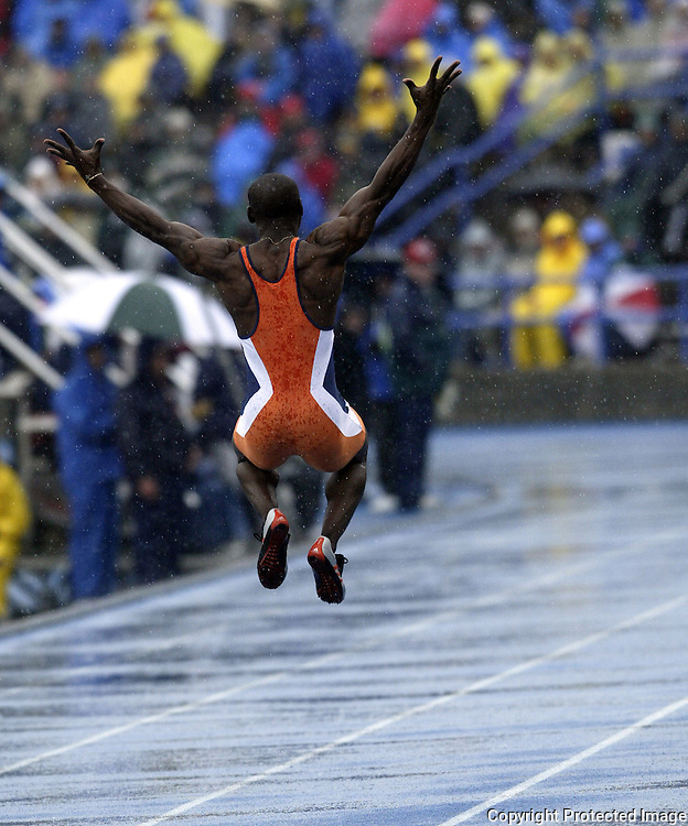 Des Moines, Ia., April 25, 2009 - DRAKE RELAYS PHOTOGRAPH BY DAVID PETERSON -