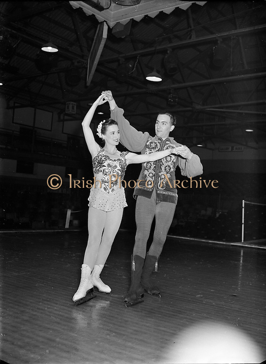 Matinee at Chipperfield Circus - Radio Rogers visits.03/08/56