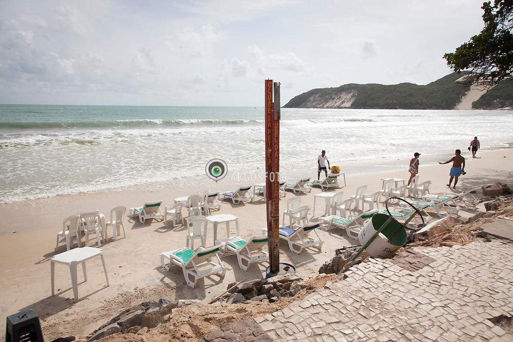Efeito da erosao na praia Ponta negra em Natal // Erosion efects at Ponta Negra beach, Natal, RN - Brazil 2013.