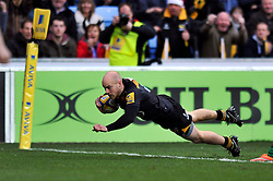 Joe Simpson of Wasps scores his team's first ever try at the Ricoh Arena - Photo mandatory by-line: Patrick Khachfe/JMP - Mobile: 07966 386802 21/12/2014 - SPORT - RUGBY UNION - Coventry - Ricoh Arena - Wasps v London Irish - Aviva Premiership