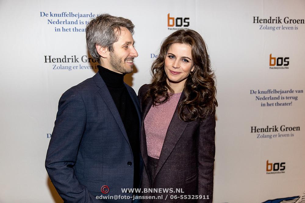 NLD/Amsterdam/20191211 - Hendrik Groen-voorstelling in premiere, Elise Schaap en partner Wouter de Jong