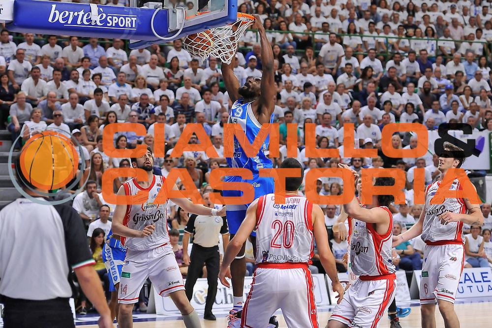 DESCRIZIONE : Campionato 2014/15 Serie A Beko Dinamo Banco di Sardegna Sassari - Grissin Bon Reggio Emilia Finale Playoff Gara6<br /> GIOCATORE : Shane Lawal<br /> CATEGORIA : Schiacciata<br /> SQUADRA : Dinamo Banco di Sardegna Sassari<br /> EVENTO : LegaBasket Serie A Beko 2014/2015<br /> GARA : Dinamo Banco di Sardegna Sassari - Grissin Bon Reggio Emilia Finale Playoff Gara6<br /> DATA : 24/06/2015<br /> SPORT : Pallacanestro <br /> AUTORE : Agenzia Ciamillo-Castoria/L.Canu